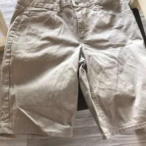Bermuda shorts in excellent condition!